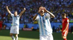 Angel Di Marìa dedica dopo il gol il cuore alla figlia