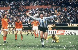 Mario Kempes in rete nella finale del '78
