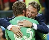 Van Gaal abbraccia il suo eroe