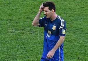 Lionel Messi sembra non capacitarsi della sua prestazione