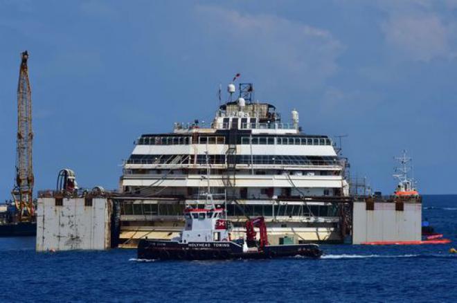 Costa Concordia: completato il rigalleggiamento