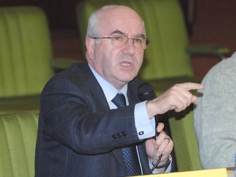 Le bucce di banana di Tavecchio irritano anche Fifa e Ue