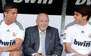 Da presidente onorario con i campioni d'oggi del Real: qui con CR7 e Kakà