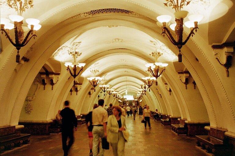 Deraglia metro a Mosca: almeno 20 le vittime