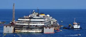 La Costa Concordia tornata a galleggiare