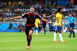 Miroslav Klose ha appena superato Ronaldo come miglior marcatore nella storia dei Mondiali