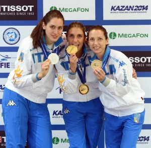 Il podio azzurro del fioretto indiviaduale: Martina Batini (argento), Arianna Errigo (oro) e Valentina Vezzali (bronzo)