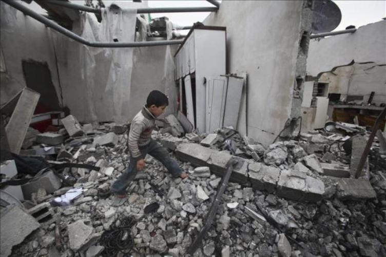 Inferno a Gaza: dieci morti in un raid aereo israeliano e non finirà qui