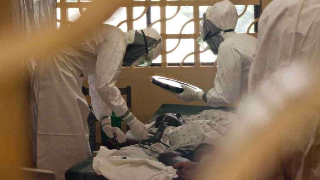 Ebola: sta meglio il medico infetto ma negli Usa si teme il contagio