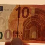 Giuseppe Manitta direttore della sede Banca d'Italia di Verona presenta la nuova banconota da 10 euro