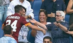 Florenzi tra le braccia di nonna Aurora dopo il gol del 2-0