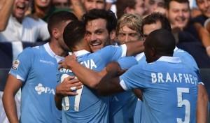 Candreva e compagni salutano il primo gol di Parolo in biancoceleste