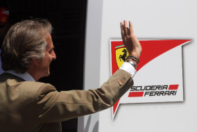 Luca Cordero di Montezemolo saluta la Ferrari