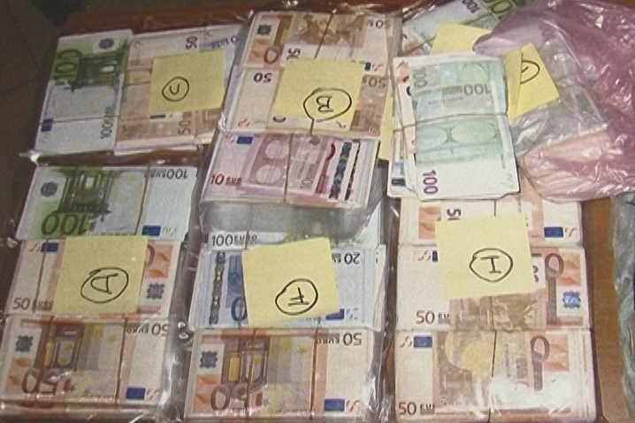 Maxisequestro di banconote false per 17 milioni nel Casertano