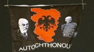 La bandiera che inneggia al Kosovo autoctono