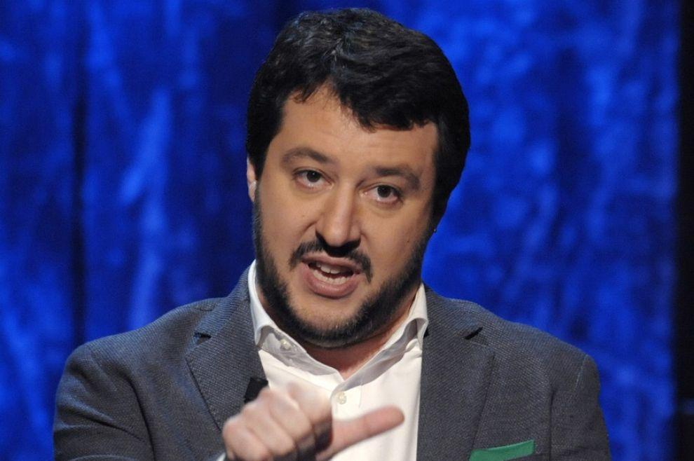 Comizio Salvini, scontri con feriti a Massa