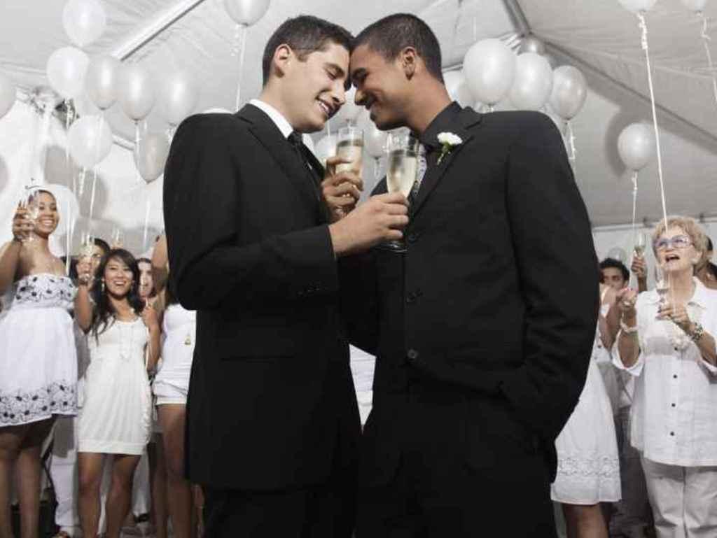 Nozze gay, Alfano: questo matrimonio non s'ha da fare