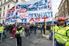 scontri roma operai ast polizia7