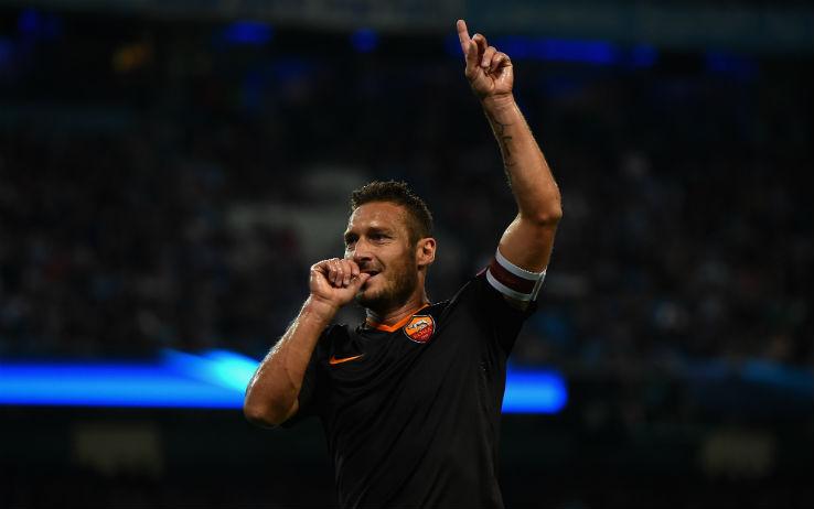 A Manchester Roma da applausi e capitano da leggenda