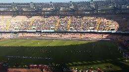 Gli ampi spazi vuoti del S. Paolo: il derby del sole avrebbe meritato ben altra cornice