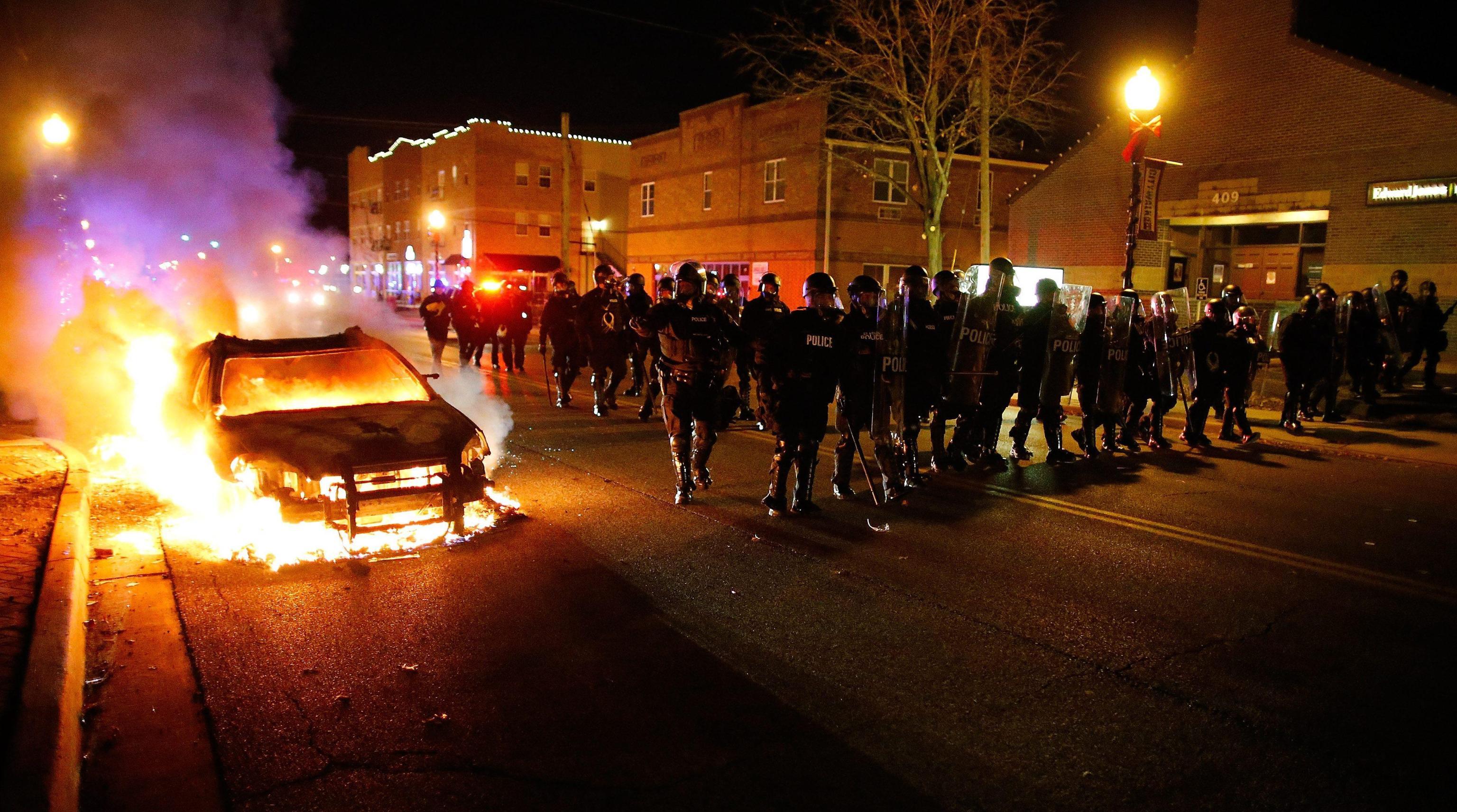 Ferguson, assolto agente. Usa in fiamme