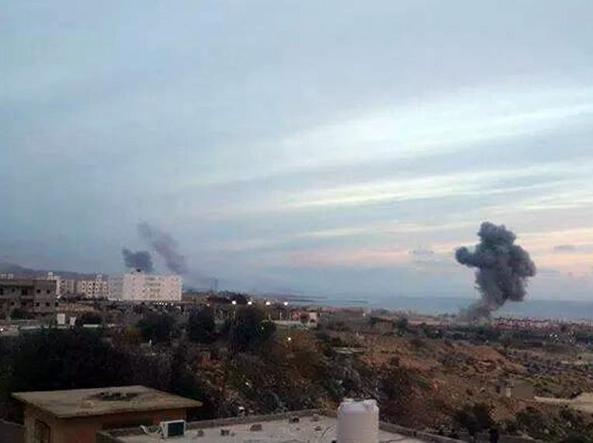 Libia, ora l'Egitto attacca via terra