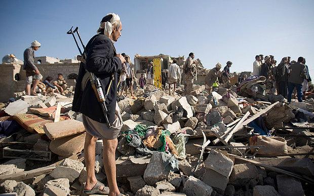 Yemen, è guerra: l'Arabia Saudita bombarda Sana'a