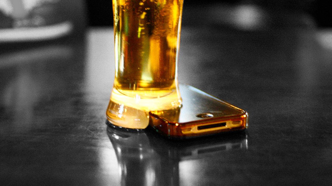 Londra, bevi gratis se spegni il cellulare