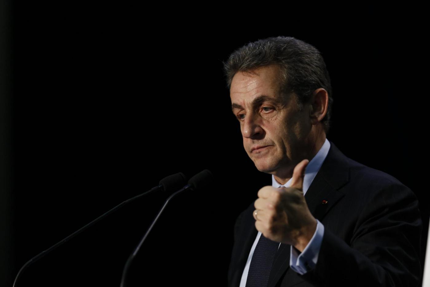 Tracolla Hollande, vince Sarkozy. Le Pen pensa al 2017