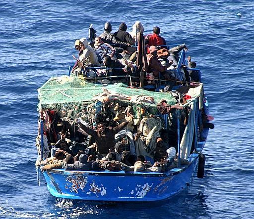 Migranti, Renzi: l'Europa ci aiuti contro i