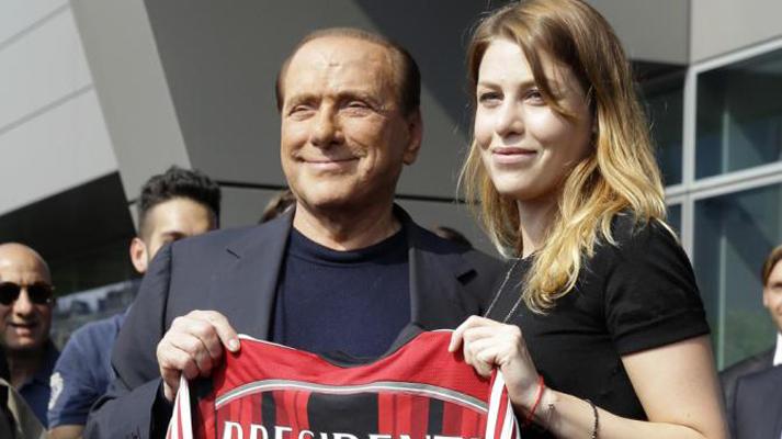 Berlusconi supermarket: cede il Milan e tratta Premium