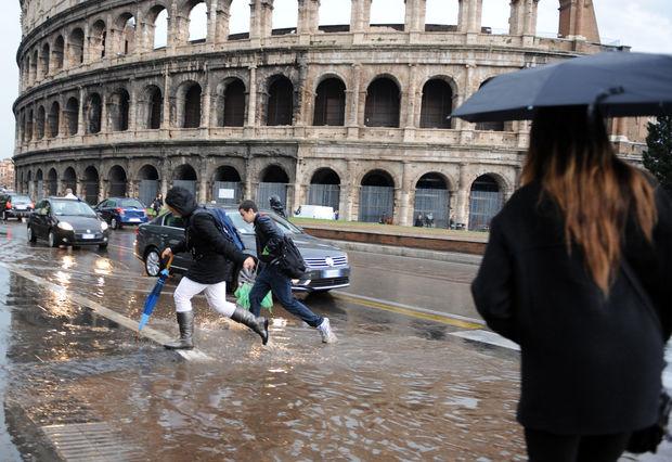 Roma in ginocchio per un po' di grandine