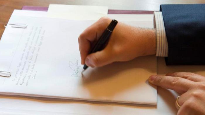 Italicum, è legge. Mattarella ha firmato. Civati via dal Pd