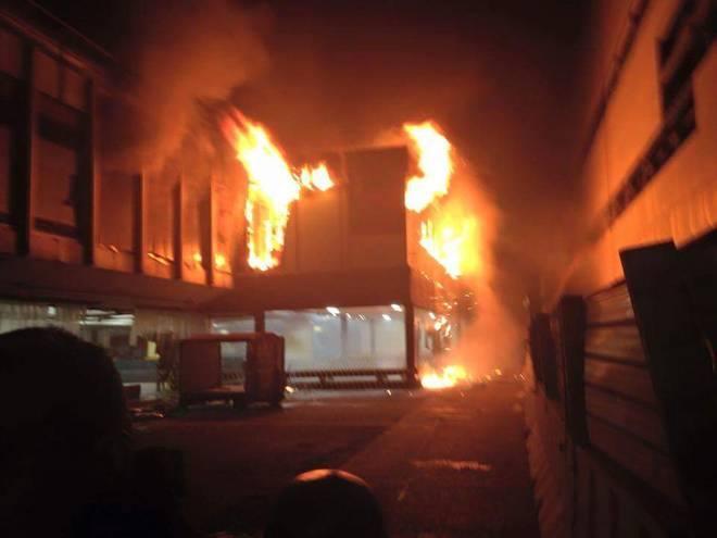 Fiumicino, 5 indagati per l'incendio. Traffico in tilt per guasto radar
