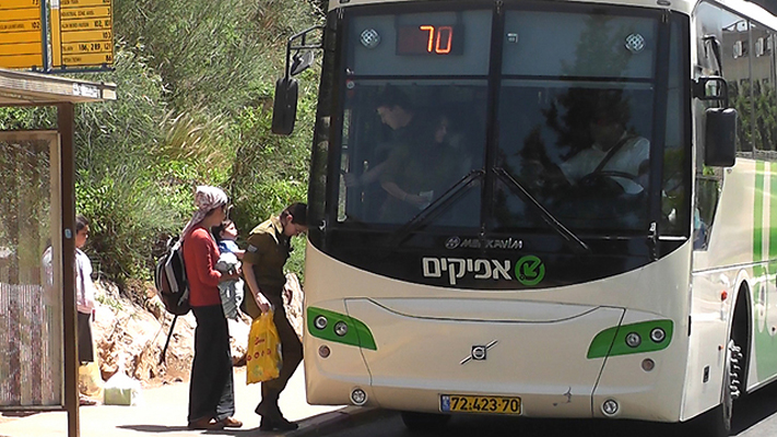 Israele, l'apartheid viaggia sul bus