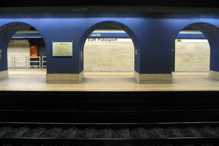 Incidente metro, 21 feriti e caos pendolari