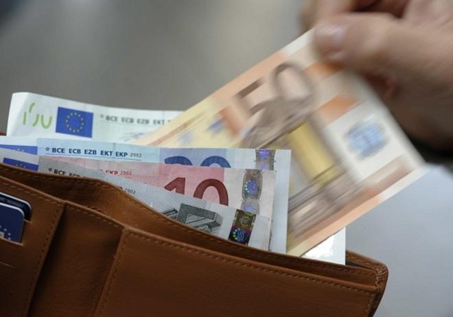 Grecia, default dietro l'angolo