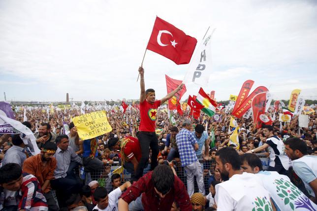 Erdogan vince senza maggioranza