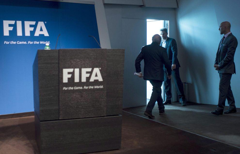 L'impero non colpisce più: Blatter a casa. E ora?