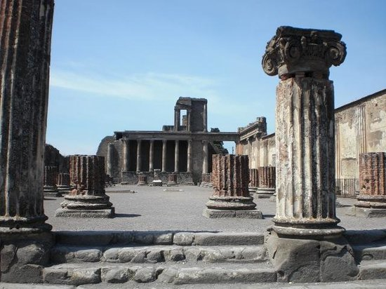 Pompei, dopo l'assemblea riapre la Basilica