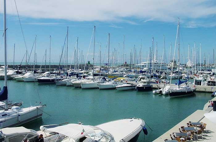 Ostia, sequestrato il porto turistico. Sabella: