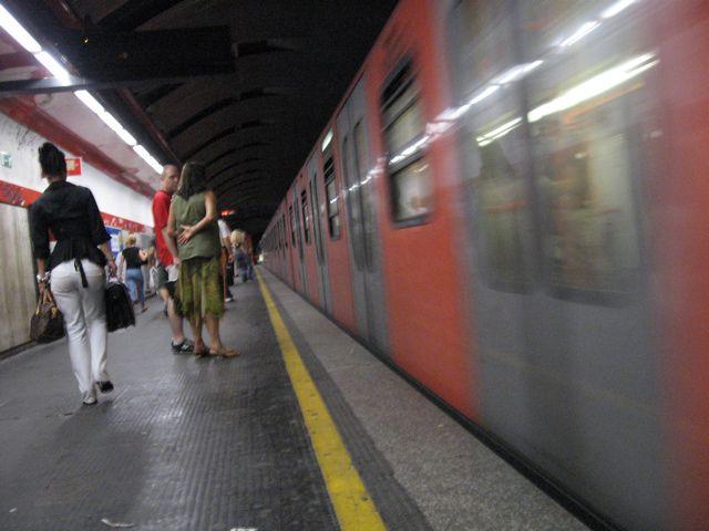 Metro Roma, dopo 8 mesi riapre Repubblica