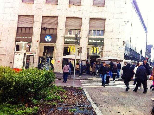 Milano, chiude il primo McDonald's
