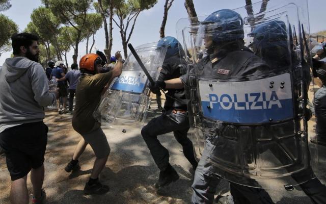Accoglienza migranti: scontri a Roma, due arresti