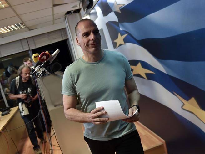 Varoufakis lascia. Merkel: