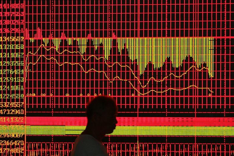 Borse Cina, ancora un crollo. Piazza Affari +4,7%