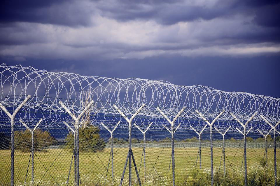 Migranti, primi arresti al confine ungherese