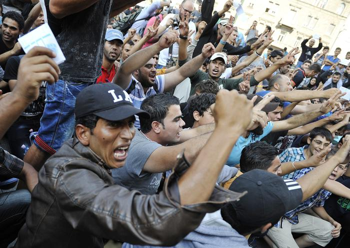 Da Budapest mano pesante sui migranti