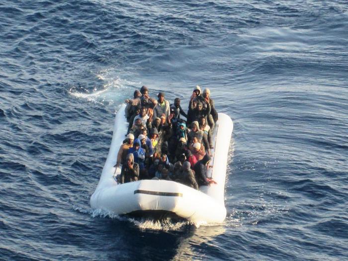 Migranti, via libera dell'Ue ad uso forzacontro scafisti