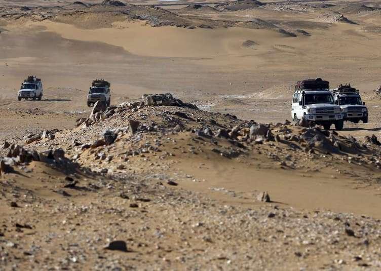 img1024-700_dettaglio2_truppe-egitto-uccisi-messicani-dune-Bahariya-Oasis-reuters